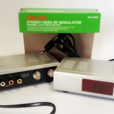 RF TV Modulator Audio Video Signal CONVERTER - DIGITAL